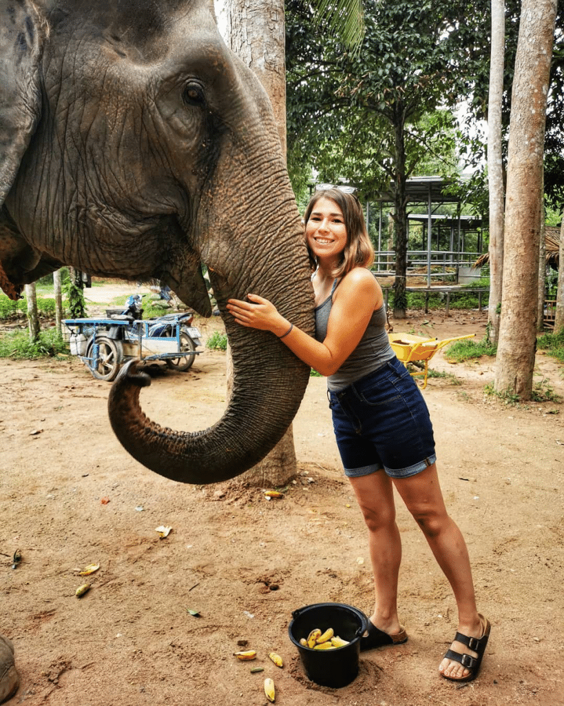 Amanda Cacilhas with an elephant